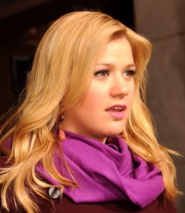 kelly_clarkson_57th_presidential_inauguration-cropped2b